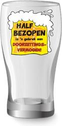 Bier glas Half Bezopen is'n gebrek aan